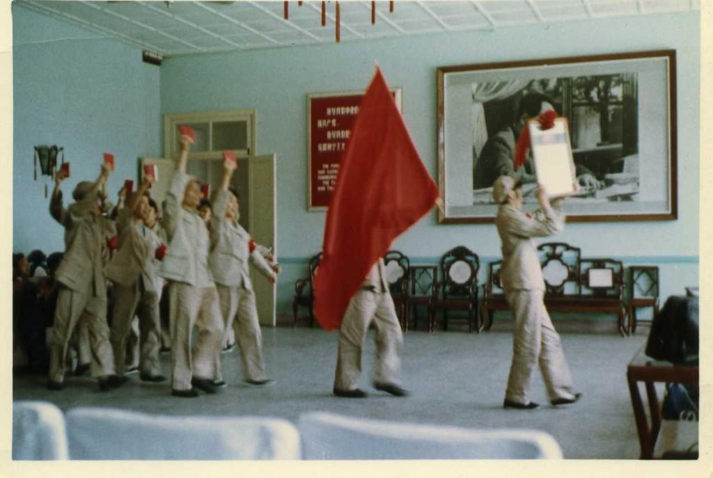 1.『毛沢東語録』を持参して、『革命歌』を歌う