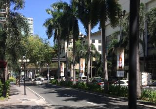s_写真6_マニラ中心マカティにある高級ショッピングセンター周辺