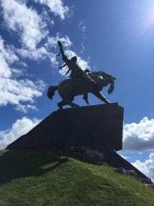 図3_サラヴァトユラーエフの銅像